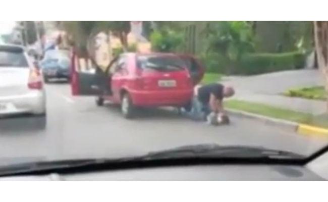 Policial algema e mata namorada no meio da rua; veja vídeo