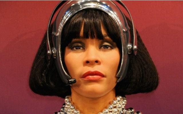 Whitney Houston: a falecida cantora que vendeu 170 milhões de discos gastou toda sua fortuna em escândalos envolvendo uso de drogas