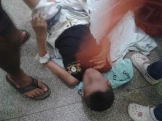 Criança espera ambulância por mais de três horas no chão do hospital João Paulo II