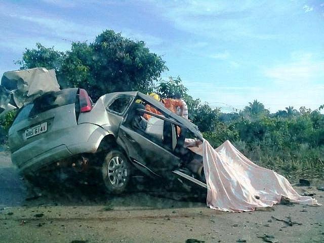Duas pessoas morrem em acidente entre ônibus e carro próximo de Jacy-Paraná