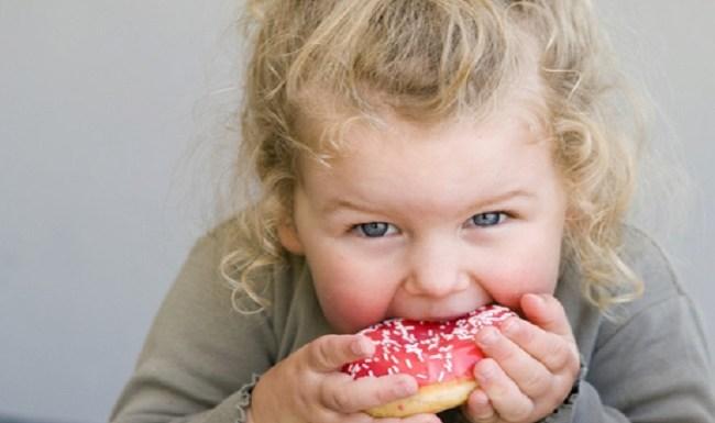 Alimentação das crianças nas férias deve seguir o mesmo padrão do resto do ano. Saiba como