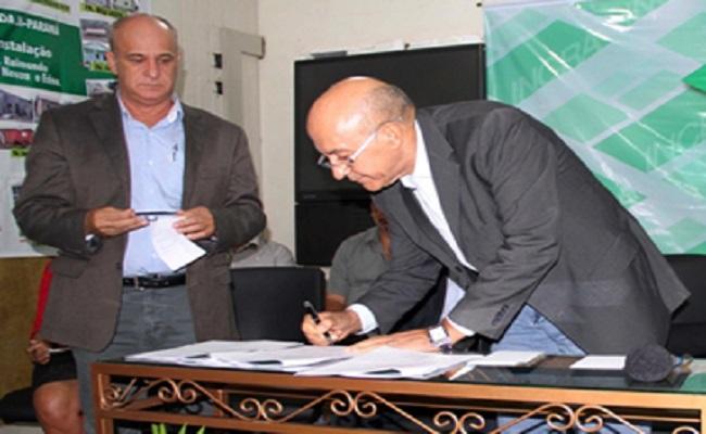 Luis Flávio é condenado por contratar servidor irregularmente
