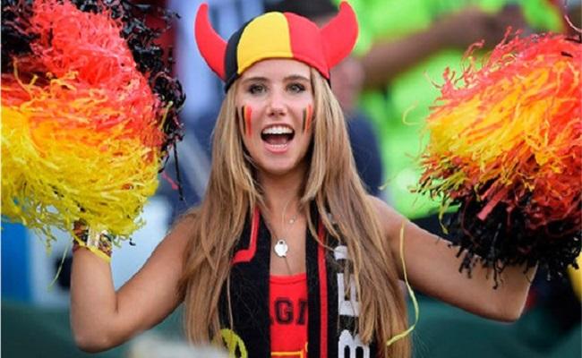 Torcedora da Bélgica descoberta na Copa vira modelo