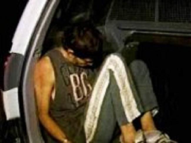 Jovem é preso em flagrante roubando casal em via pública