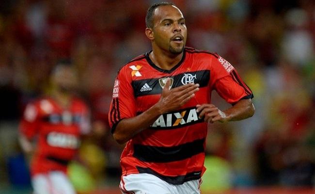 Flamengo vence o Botafogo por um a zero , na estréia de Luxemburgo
