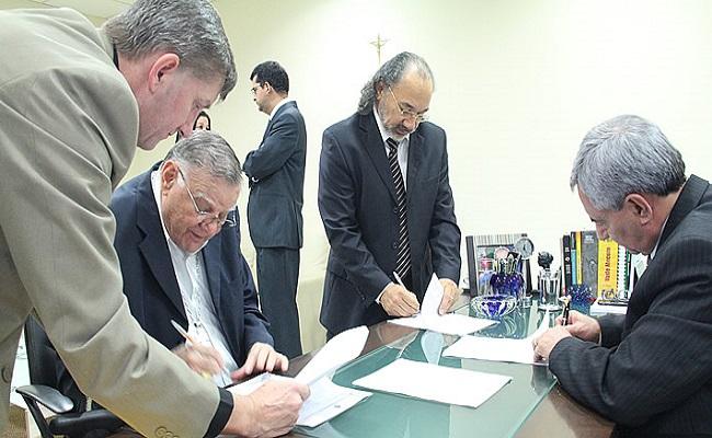 TJRO e EMERON firmam acordo de cooperação com a faculdade Católica