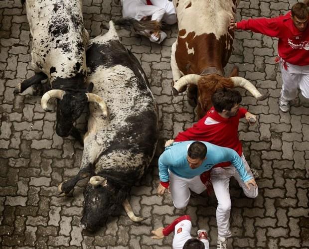 Corrida de touros deixa quatro feridos em Pamplona, na Espanha