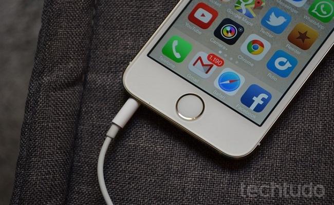Apple tem primeira queda trimestral de vendas do iPhone