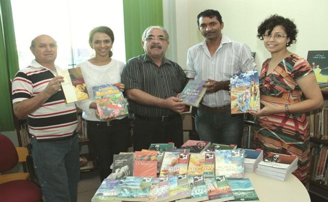 Francisco Meirelles recebe doação de mais de 160 exemplares