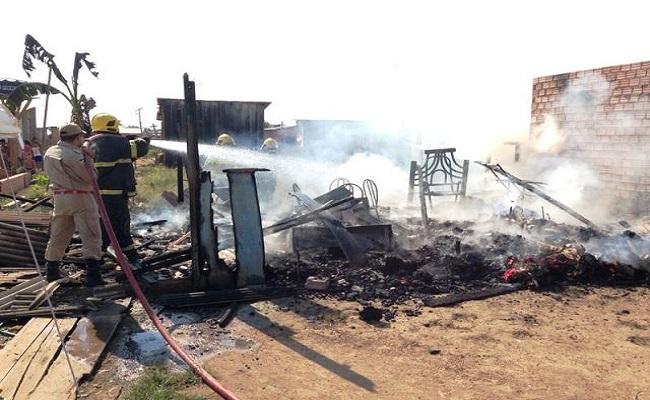 Ex – presidiário foge após incendiar a casa da mãe