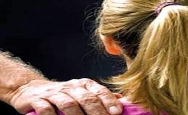 Pai flagra filha de nove anos sendo abusada sexualmente