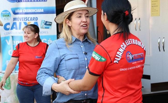 Ivone Cassol faz caminhada e reuniões na capital