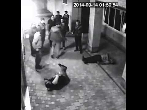 Boxeador russo nocateia três caras que incomodavam sua esposa