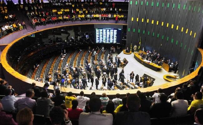Plenário pode votar projeto que regulamenta teto do serviço público
