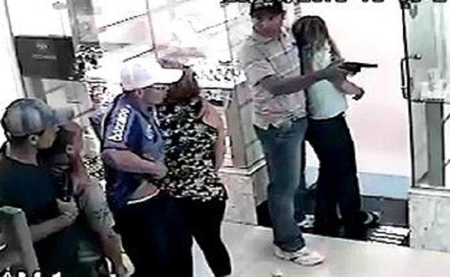 Cliente é baleada durante tentativa de assalto em joalheria no centro da Capital