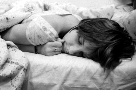 Pessoas que dormem tarde tendem a ser mais pessimistas, diz pesquisa