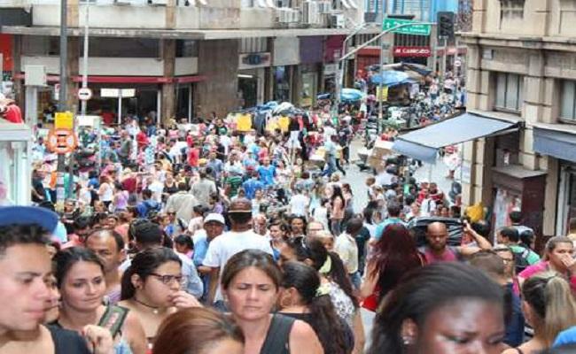 Turistas geram R$ 5 bi em compras da rua 25 de Março