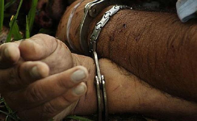 Homem vai preso por ameaça matar filha de um ano com faca
