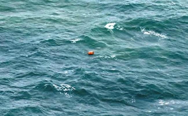Marinha resgata 40 corpos de passageiros do avião da AirAsia