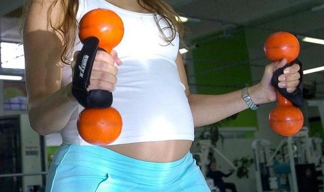 Exercícios físicos praticados pela mãe podem evitar hipertensão no filho