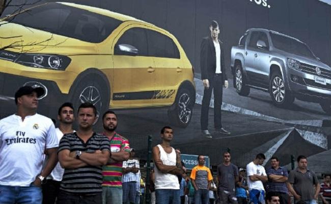 Com reversão de demissões, metalúrgicos da Volkswagen voltam ao trabalho