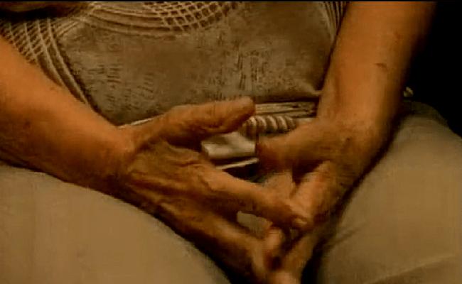 Idosa de 73 anos é abusada por vizinho nu dentro de elevador