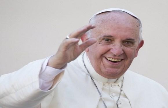 Papa concede liberdade a padre condenado por vazar dados