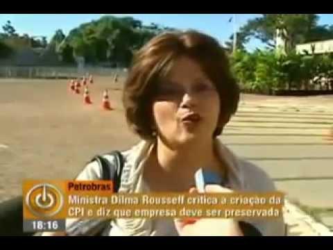 """Para Aécio, Dilma """"zomba da inteligência dos brasileiros"""" ao citar FHC"""
