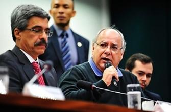Renato Duque afirma que ficará em silêncio na CPI da Petrobras