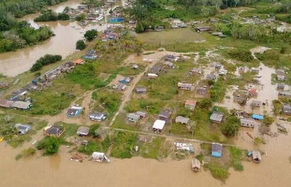 Mais de 400 famílias atingidas pela cheia vivem em barracas, em RO