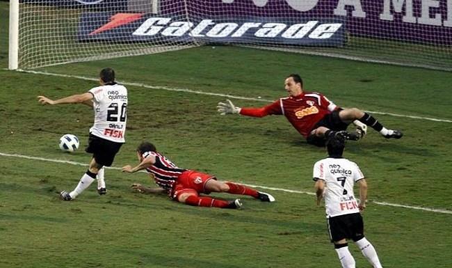 Danilo chega a um quinto de seus gols pelo Corinthians contra o São Paulo