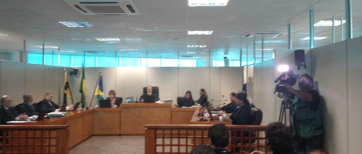 Juízes pedem vistas ao processo e Confúcio ganha mais tempo