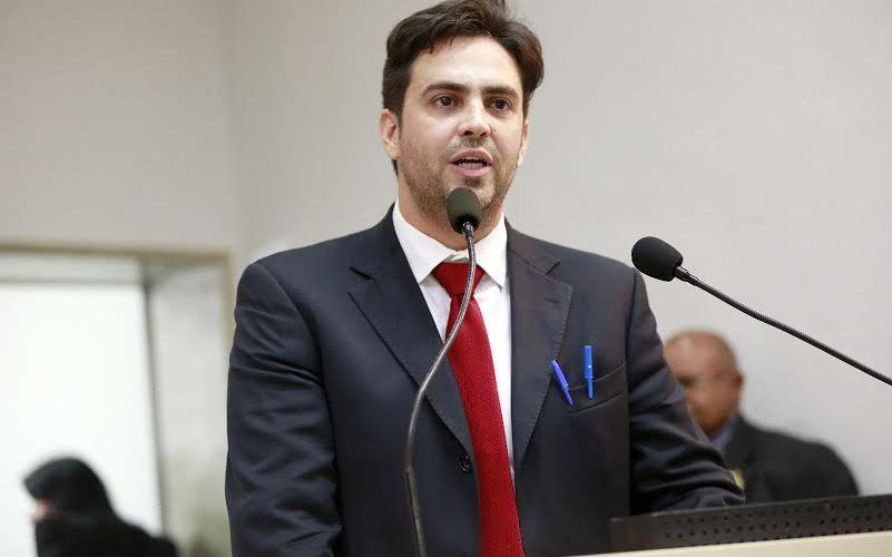 Léo Moraes requer voto de repúdio contra atentado