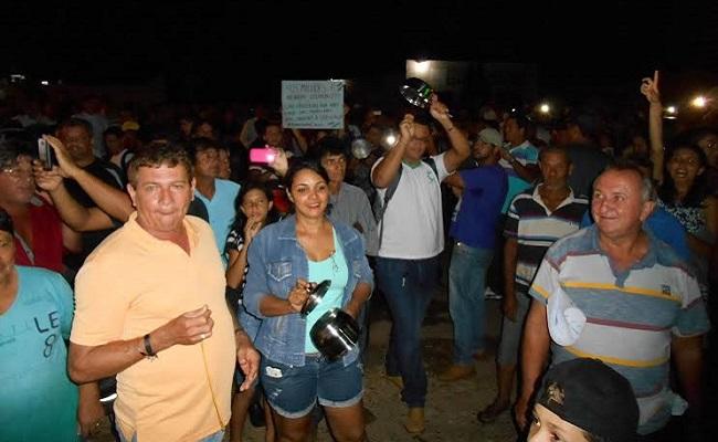 População de Cacoal quer renúncia do prefeito