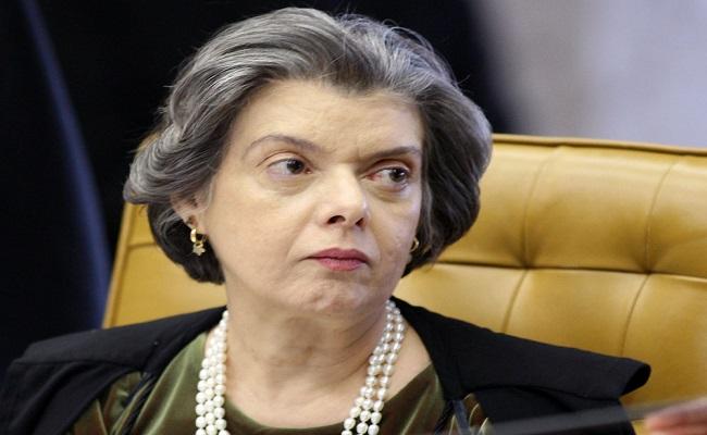 Constituição pode ser alterada, com muita reflexão, diz ministra Cármen Lúcia