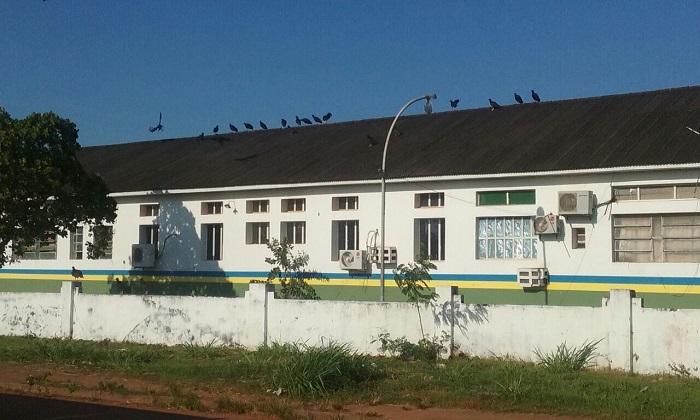 Urubus tomam conta do hospital do governo em Guajará-Mirim