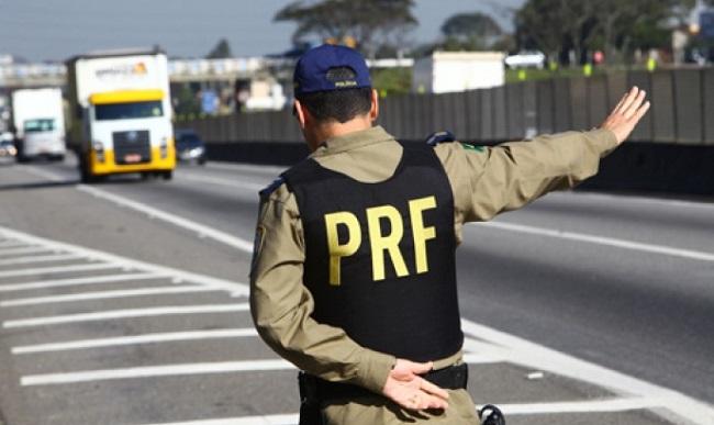PRF prende assessor parlamentar e estudante de direito com drogas