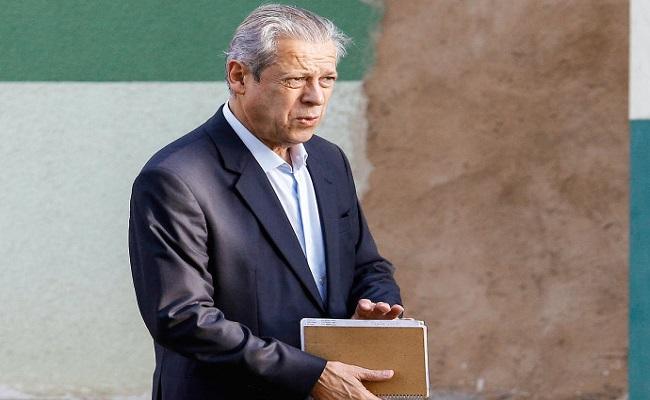 José Dirceu é dispensado de depoimento após ficar em silêncio