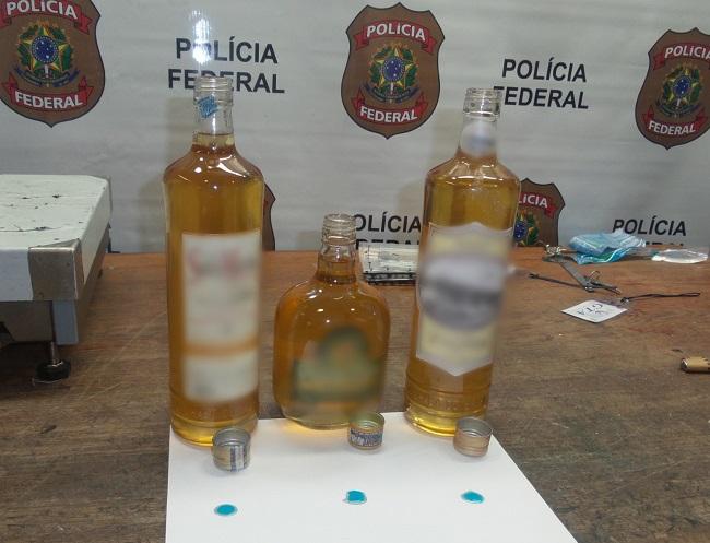 Brasileiro tenta embarcar para frança com cocaína liquida