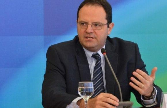 """CPMF é """"plano A, B, C e D do governo"""" para equilibrar o orçamento, diz ministro"""