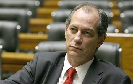 PDT anuncia que deixará cargos no governo Dilma com a filiação de Ciro Gomes