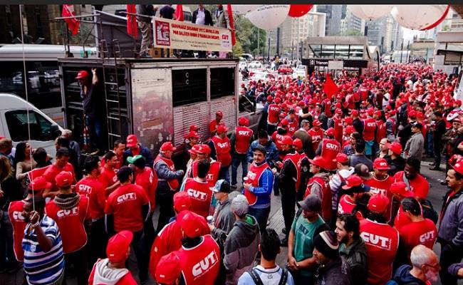CUT, MST e Metalúrgicos protestam contra governo em SP