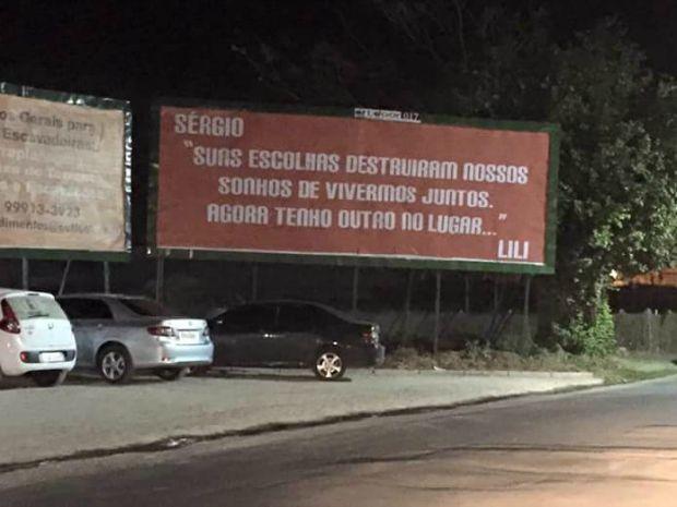 Mulher traída expõe ex em outdoor no interior do Ceará: 'Agora tenho outro'