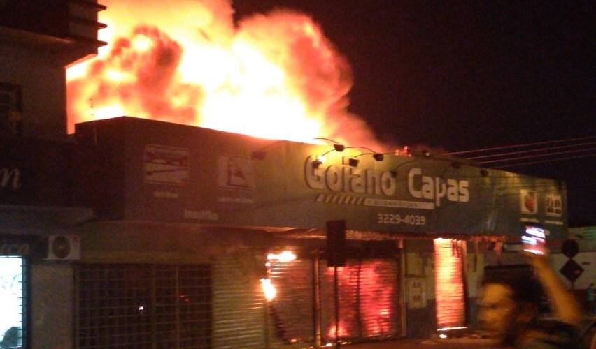 Incendio destrói loja de acessórios em Porto Velho