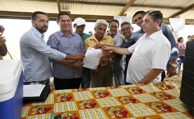 Campo Novo recebe caminhão e tanques, adquiridos com emendas de Maurão