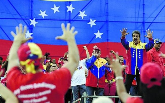 Multidão saqueia armazéns em cidade venezuelana