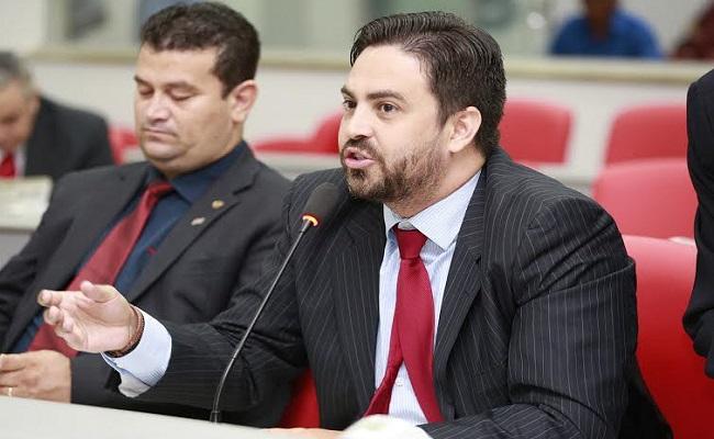Léo Moraes indica asfaltamento de ruas de grande fluxo na capital