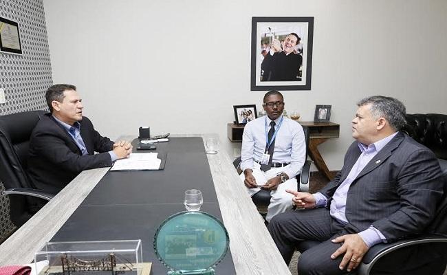 Maurão discute com diretores da Infraero a implantação de alfândega no aeroporto