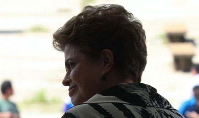 Sem dinheiro público, Dilma organiza vaquinha para custear viagens