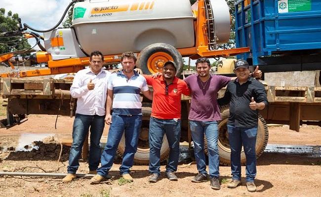 Luizinho destina equipamentos agrícolas para associações em Médici